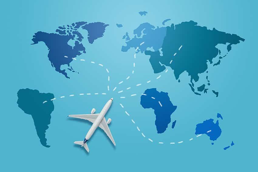 מטוס לבן על מפת העולם בכחול