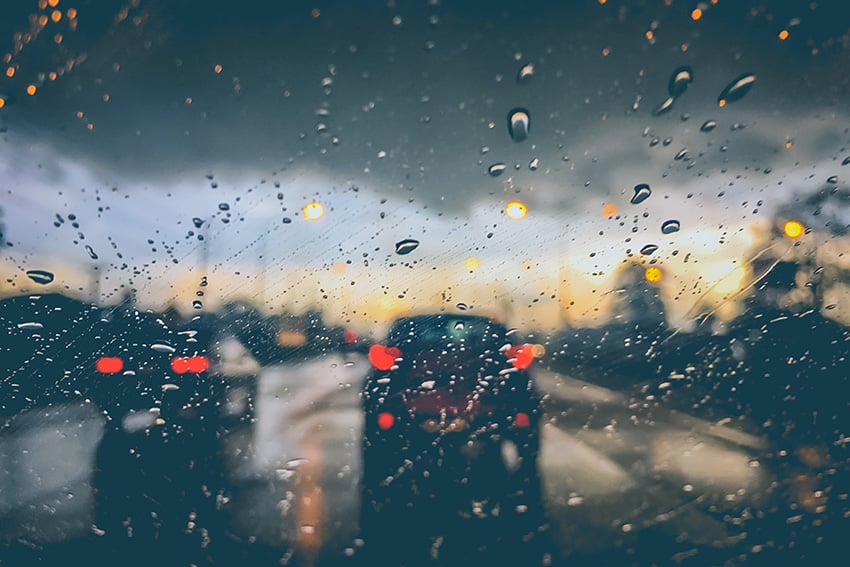 תקציר, רקע, תנועה, פקק תנועה, כבד, גשם